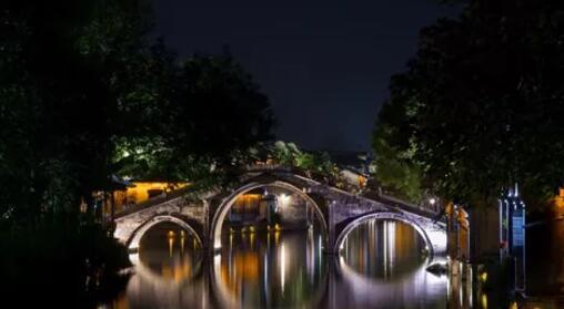 led light in tower bridge